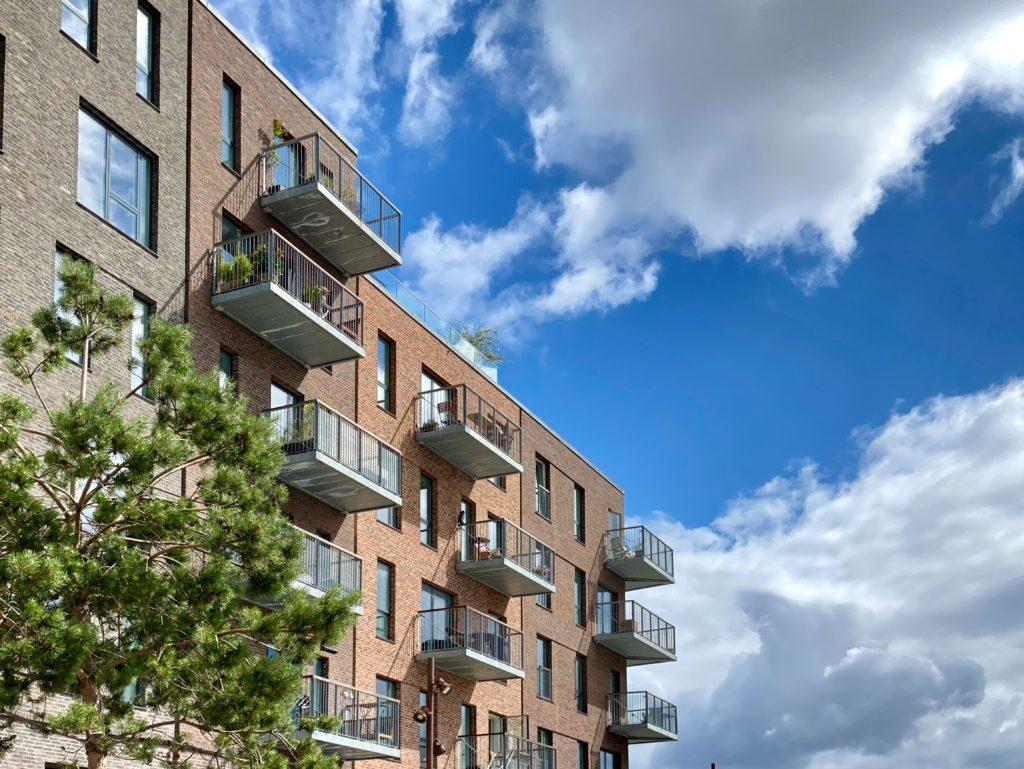 CapMan kerää yli 300 milj. euroa uuden avoimen pohjoismaisen asuinkiinteistörahaston ensimmäisessä sulkemisessa ja sopii samalla yli 500 milj. euron suuruisen asuntosalkun hankinnasta Helsingissä